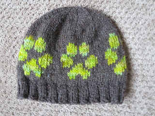 614f1723c7ff Ravelry: dog paw prints - large and small pattern by Jenna Greer