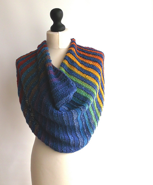 This free cowl knitting pattern would make a great gift for Mother's Day - Melilla Cowl in blues and rainbow colors.