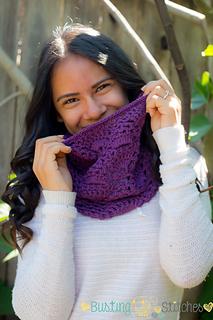 Purple_lace_cowl3_small2