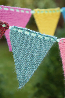Knitted_bunting2_small2