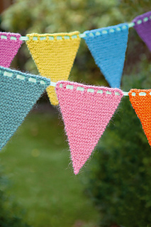 Knitted_bunting3_small2
