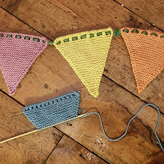 Free-knitted-bunting-pattern2_small2