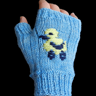 Not-so-ugly-duckling_fingerless-mitt_small2