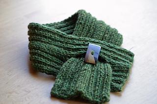 Ravelry: Ribbed Mini-Scarf pattern by Celeste Glassel