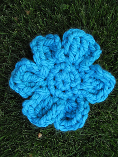 Yarn_bomb_blossom_large_flower_small2