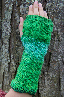 Chain-two-green-glove_small2
