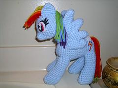 Rainbow_dash_full_body_pic_small