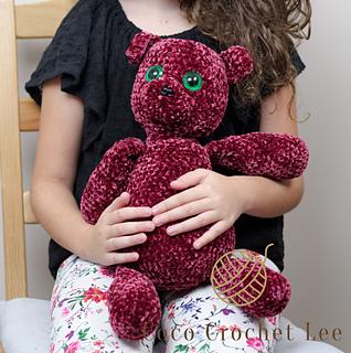 Emma-Noel's Velvet Bear pattern by Lee Sartori