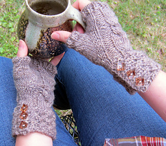Rocky_broad_mitts_detail_1_small
