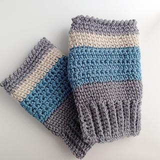 Finished_fingerless_mittens__no_hands_small2
