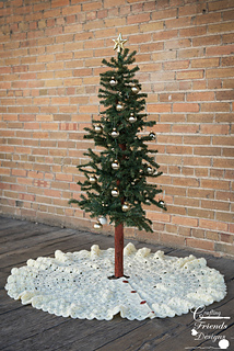 Beautifully_textured_christmas_tree_skirt_1_small2