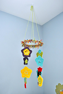 Crochet-baby-mobile-6_small2