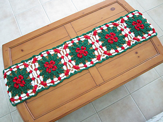 crochet, pattern, for sale, Ravelry, holiday, holly, table runner