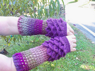 Ravelry Dragon Scale Fingerless Gloves Pattern By Roxann Skvarj Stetzer