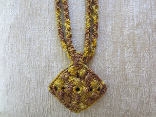 Holiday_gold_necklace7_small2