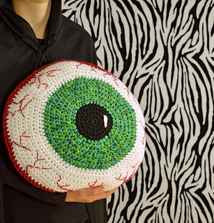 Creepy-eyeball-crochet-pillow-pattern-by-darleen-hopkins_small2