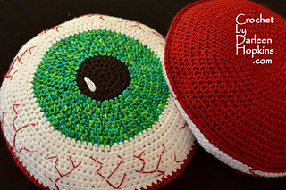 Bloody-eyeball-pillow-crochet-pattern-by-darleen-hopkinsweblogo_small2