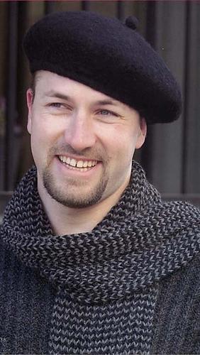 Black_beret_ans_scarf_medium
