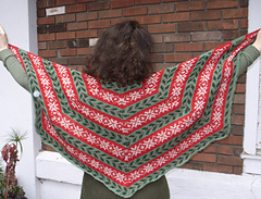 Deck_the_halls_shawl_005_-_copy_small