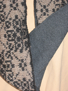 Hugs_and_kisses_lined_cowl_003_small2