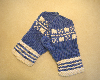 Latvian_boxes_mittens_small2