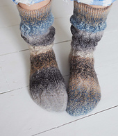 Slouchy-cable-socks_048_small_best_fit