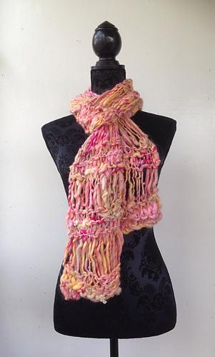 Handspun_scarf_mannequin_medium