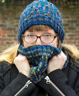 Cosy_saguaro_hat_and_cowl_small2