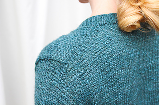 Intoku_sweater_shoulder_by_renee_callahan-2_small2