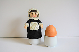 Susanna_-_a_pilgrim_doll_egg_cosy_2017_light_small_best_fit