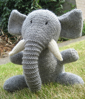 Easy Knitting Patterns Of Animals : Ravelry: Knitted Wild Animals: 15 Adorable, Easy-to-Knit Toys - patterns