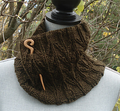 Fileds_of_wheat_cowl_with_pin_small