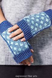 Mackin-mitts-knitted-fingerless-mitten-pattern_0753_small_best_fit