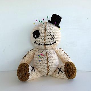 Amigurumi Halloween Schemi : Ravelry: Voodoo doll amigurumi pattern by Fabiana Canu