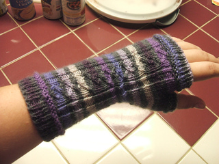 Purple_wristwarmer_small2