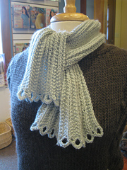 Scalloped_spring_scarf_small