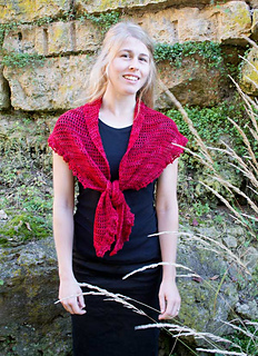 Berry-tart-shawlette--tied-in-front-jessy-standing_small2