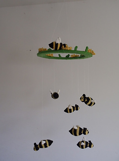 Stanascrittersetc_bumble_bee_mobile_small2