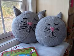 Stanascrittersetc_kittie_pillow_2_small