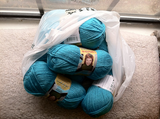 Turquoise_yarn_small2