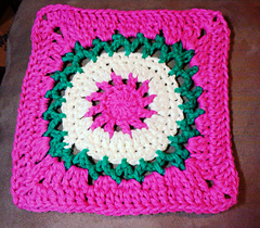 Circled_granny_square_small