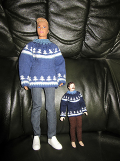Advent_jumpers_on_dolls_small2