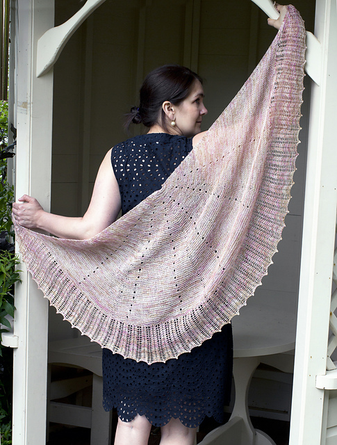 Falling Petals Lace Shawl by Evin Bail O'Keeffe from Bake Knit Sew