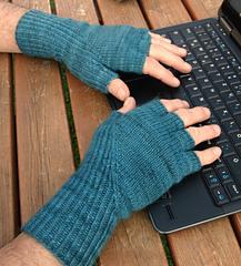 Hiddengusset_gloves5_small