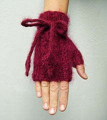 Glove_with_cables_and_cord6_small