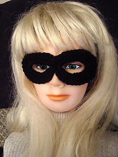 Easiest_crochet_super_hero_mask_small2