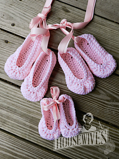 Ravelry Baby Rosey Ballet Slippers Pattern By Elizabeth Alan
