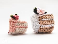 Yarnfood_cake_flowers_b_sides_small