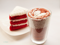 Yarnfood_cafe_latte_and_cake2_small
