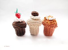 Yarnfood_assorted_cupcakes_set_small